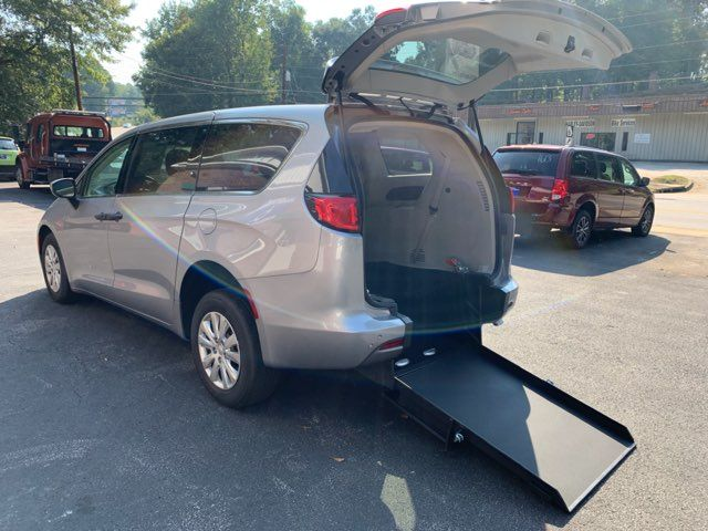 2018 Chrysler Pacifica Handicap wheelchair accessible rear entry Dallas, Georgia 17