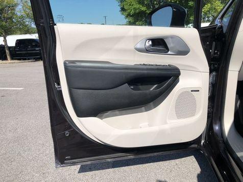 2018 Chrysler Pacifica Hybrid Limited | Huntsville, Alabama | Landers Mclarty DCJ & Subaru in Huntsville, Alabama