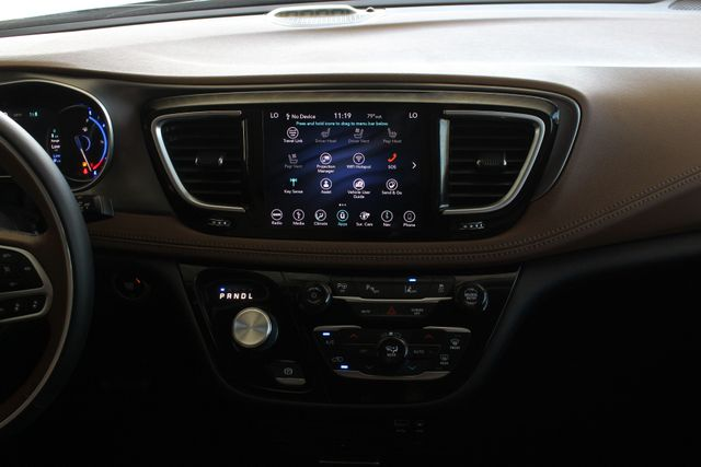 2018 Chrysler Pacifica Hybrid Limited FWD - ADVANCED SAFETY TEC PKG! Mooresville , NC 11