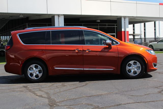 2018 Chrysler Pacifica Hybrid Limited FWD - ADVANCED SAFETY TEC PKG! Mooresville , NC 18