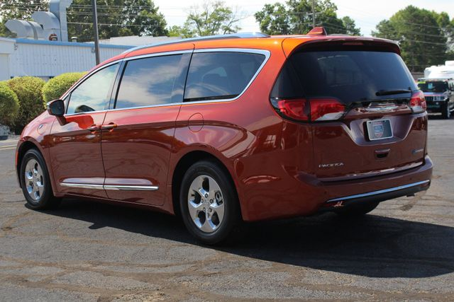 2018 Chrysler Pacifica Hybrid Limited FWD - ADVANCED SAFETY TEC PKG! Mooresville , NC 29