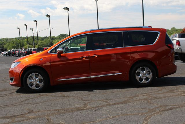 2018 Chrysler Pacifica Hybrid Limited FWD - ADVANCED SAFETY TEC PKG! Mooresville , NC 19