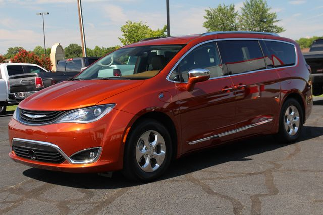 2018 Chrysler Pacifica Hybrid Limited FWD - ADVANCED SAFETY TEC PKG! Mooresville , NC 27
