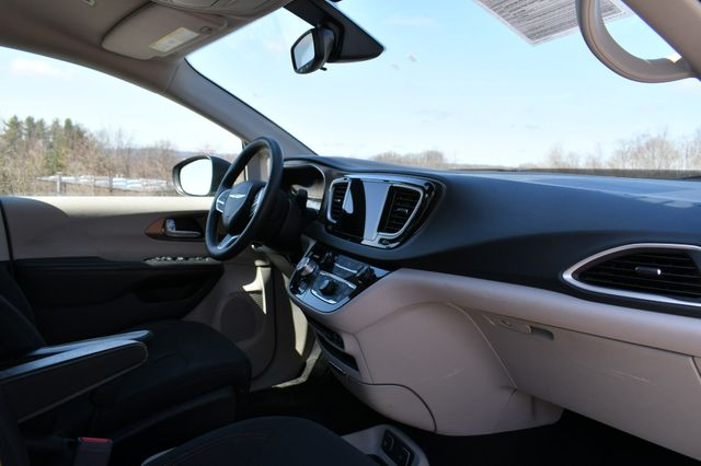 2018 Chrysler Pacifica Touring Naugatuck, Connecticut 10