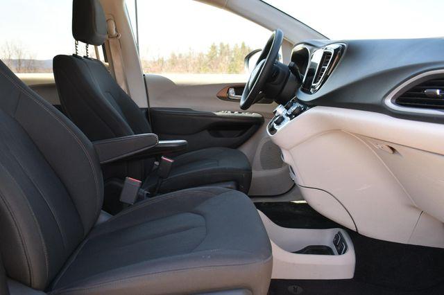 2018 Chrysler Pacifica Touring Naugatuck, Connecticut 11