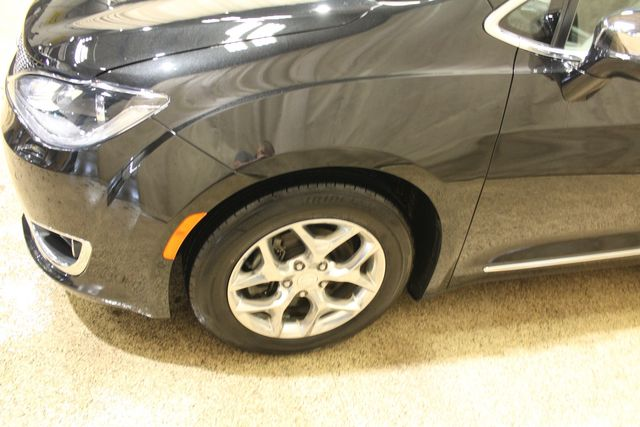 2018 Chrysler Pacifica Limited in Roscoe, IL 61073