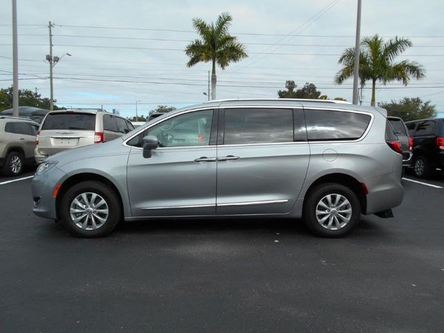 2018 Chrysler Pacifica Touring L Wheelchair Van Handicap Ramp Van Pinellas Park, Florida 2