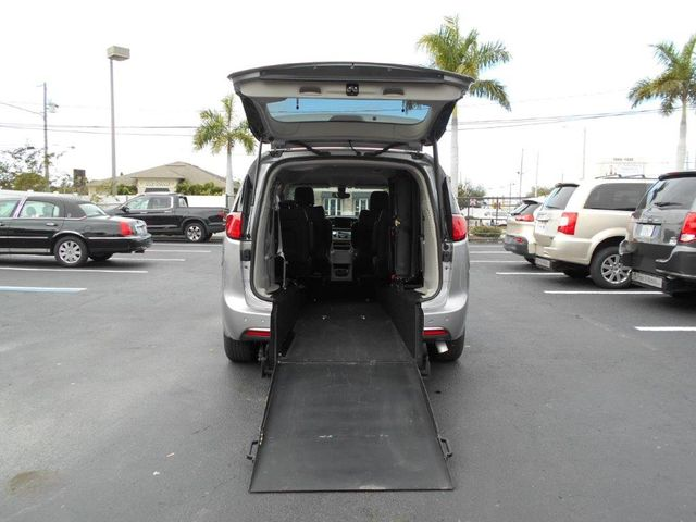 2018 Chrysler Pacifica Touring L Wheelchair Van Handicap Ramp Van Pinellas Park, Florida 4