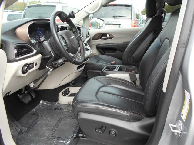 2018 Chrysler Pacifica Touring L Wheelchair Van Handicap Ramp Van Pinellas Park, Florida 7