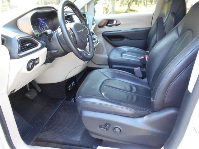 2018 Chrysler Pacifica Touring L Wheelchair Van Pinellas Park, Florida 10