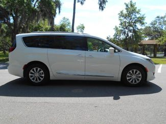 2018 Chrysler Pacifica Touring L Wheelchair Van Handicap Ramp Van Pinellas Park, Florida 1