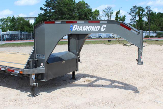 "2018 Diamond C FMAX 207 25' X 102"" CONROE, TX 4"