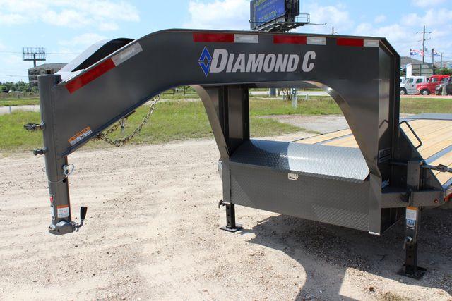 "2018 Diamond C FMAX 207 25' X 102"" CONROE, TX 9"