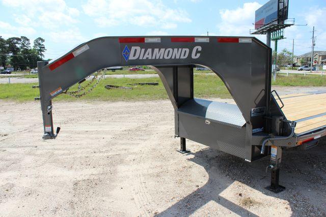 "2018 Diamond C FMAX 207 25' X 102"" CONROE, TX 12"