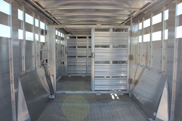 "2018 Featherlite 8127 24' - GN LIVESTOCK TRAILER 7'6"" WIDE - GN VENT CONROE, TX 18"