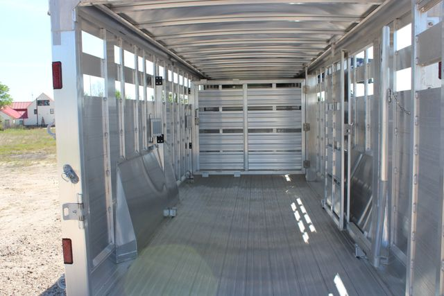 "2018 Featherlite 8127 24' - GN LIVESTOCK TRAILER 7'6"" WIDE - GN VENT CONROE, TX 19"
