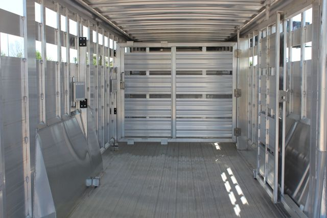 "2018 Featherlite 8127 24' - GN LIVESTOCK TRAILER 7'6"" WIDE - GN VENT CONROE, TX 20"