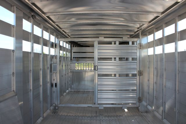 "2018 Featherlite 8127 24' - GN LIVESTOCK TRAILER 7'6"" WIDE - GN VENT CONROE, TX 21"