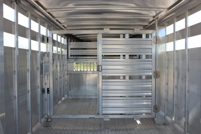 "2018 Featherlite 8127 24' - GN LIVESTOCK TRAILER 7'6"" WIDE - GN VENT CONROE, TX 22"