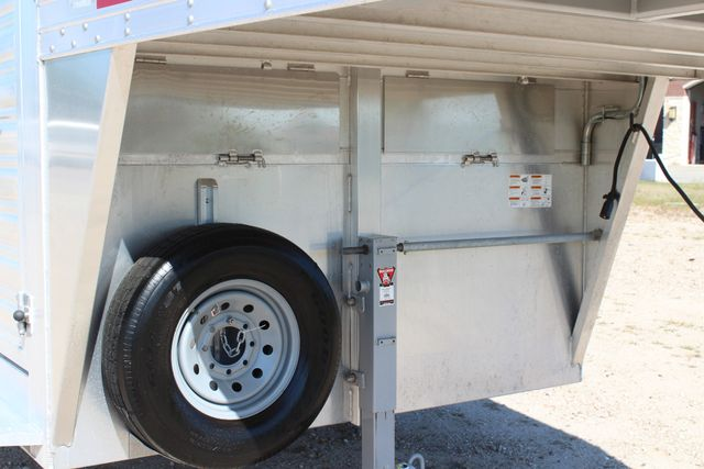 "2018 Featherlite 8127 24' - GN LIVESTOCK TRAILER 7'6"" WIDE - GN VENT CONROE, TX 3"