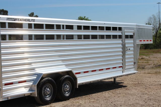 "2018 Featherlite 8127 24' - GN LIVESTOCK TRAILER 7'6"" WIDE - GN VENT CONROE, TX 31"