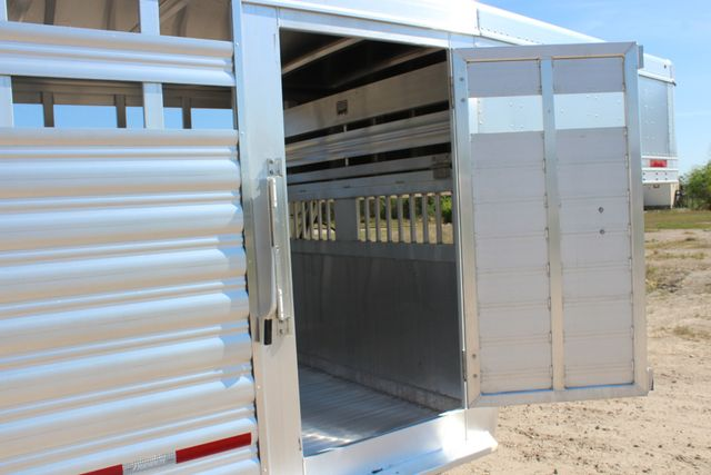 "2018 Featherlite 8127 24' - GN LIVESTOCK TRAILER 7'6"" WIDE - GN VENT CONROE, TX 35"