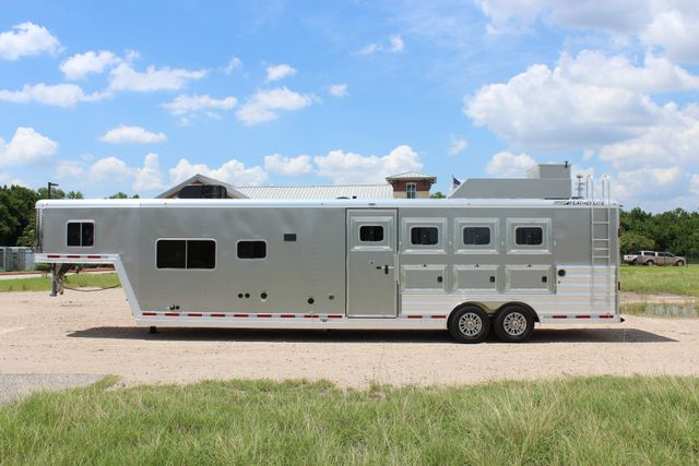 2018 Featherlite 9821 Liberty LQ 4 Horse Legend Package CONROE, TX 5