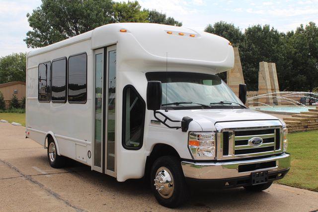 2018 Ford E350 15 Passenger Starcraft Shuttle Bus W/ Luggage, Storage Area Irving, Texas 94