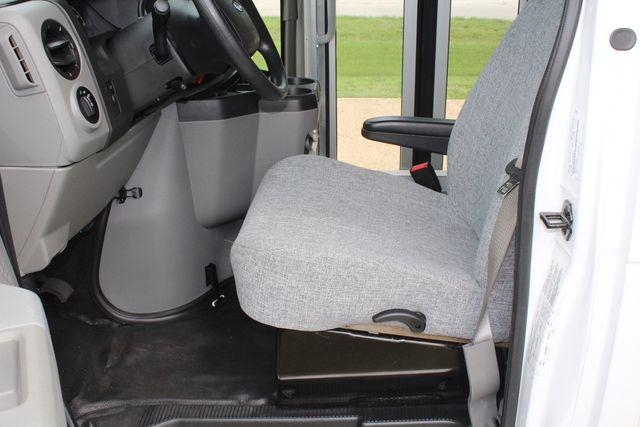 2018 Ford E350 15 Passenger Starcraft Shuttle Bus W/ Luggage, Storage Area Irving, Texas 65