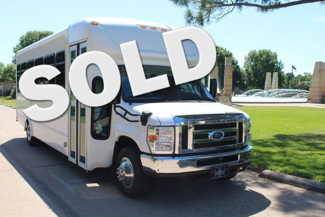 2018 Ford E350 15 Passenger Starcraft Shuttle Bus Under Full Factory Warranty in Irving, Texas 75060