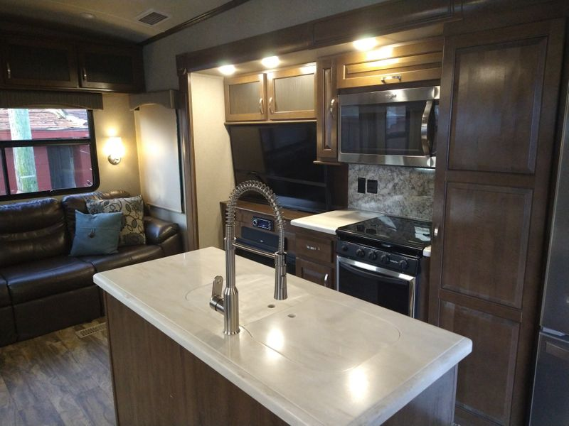2018 Forest River CEDAR CREEK SILVERBACK(37MBH)  city FL  Manatee RV  in Palmetto, FL