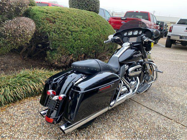 2018 Harley-Davidson Street Glide FLHX in McKinney, TX 75070