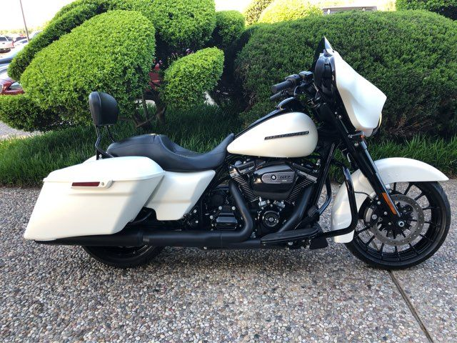 2018 Harley-Davidson Street Glide Special SPECIAL