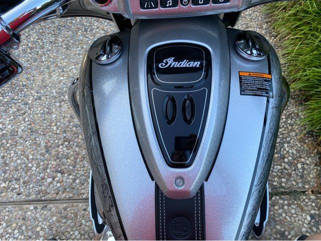 2018 Indian Chieftain Elite Black Hills Silver w/ Marble Accents in McKinney, TX 75070