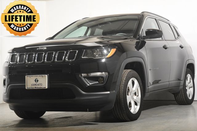 2018 Jeep Compass Latitude w/ Sunroof/ Apple Car Play/ Heated Seats
