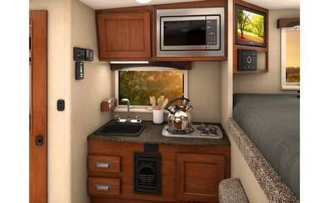 650 Lance 2018 Truck camper Short Bed  in Livermore, California
