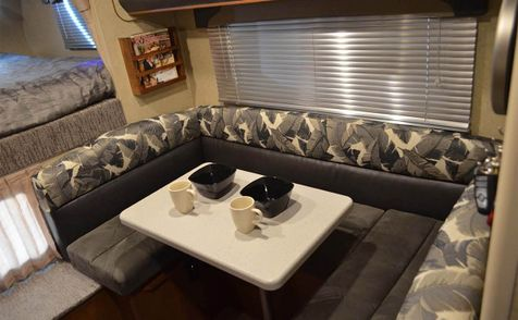 825 Lance 2018 Truck Camper Short Bed   in Livermore, California