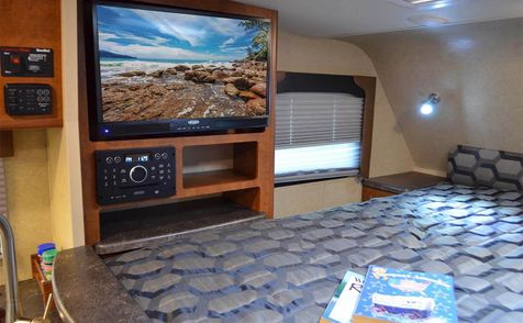 995 Lance 2018 Truck Camper Long Bed   in Livermore, California