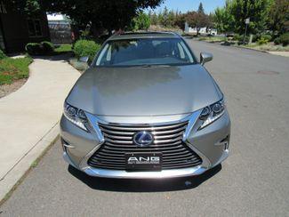 2018 Lexus ES 300h Only 2,569 Miles! Bend, Oregon 4