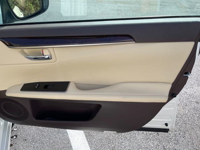 2018 Lexus ES 350 Latham, New York 21
