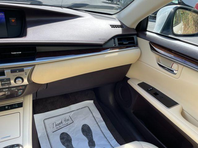 2018 Lexus ES 350 Latham, New York 31