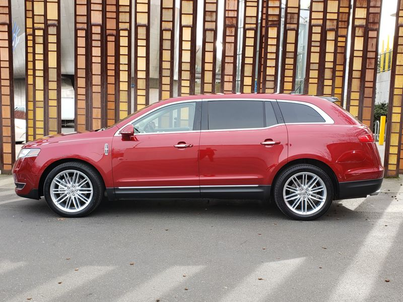 2018 Lincoln MKT Reserve All Wheel Drive 7 Passenger 8200 Miles Loaded  city Washington  Complete Automotive  in Seattle, Washington