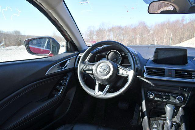 2018 Mazda Mazda3 4-Door Touring Naugatuck, Connecticut 17