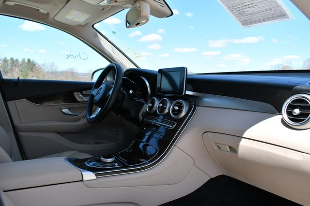 2018 Mercedes-Benz GLC 300 4Matic Naugatuck, Connecticut 10
