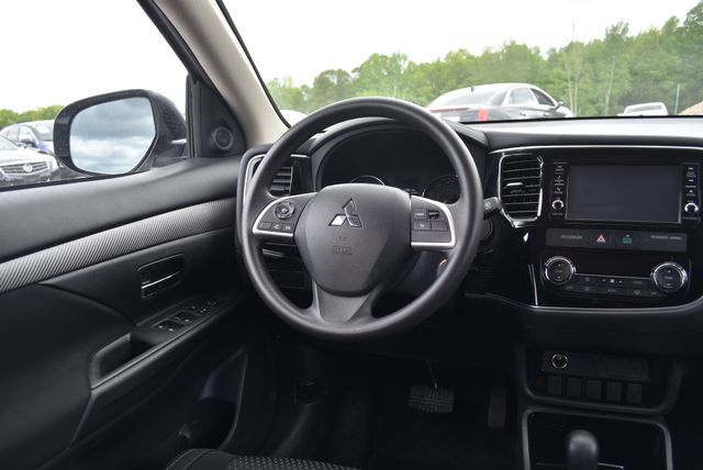 2018 Mitsubishi Outlander ES Naugatuck, Connecticut 14