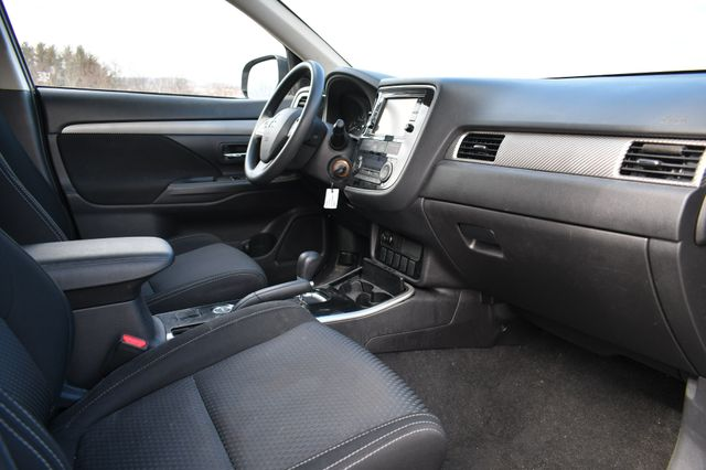 2018 Mitsubishi Outlander ES Naugatuck, Connecticut 9