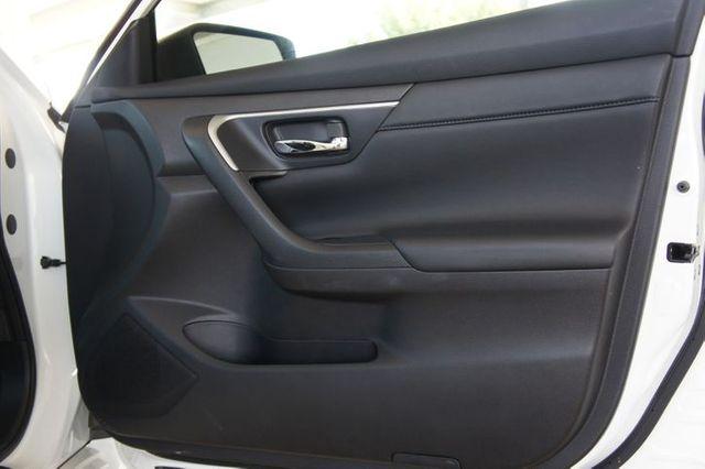 2018 Nissan Altima SR * 1-Owner * BU CAM * Pearl White * 25k MILES * in Carrollton, TX 75006