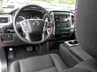 2018 Nissan Titan Crew Cab 4x4 SV Houston, Mississippi 8