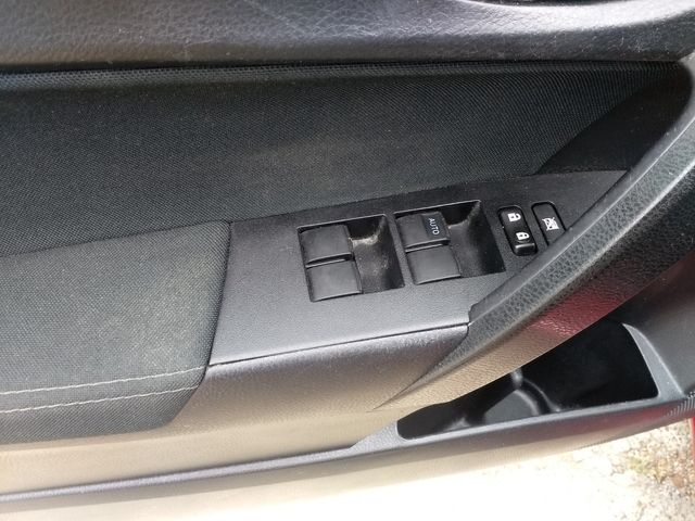2018 Toyota Corolla LE Houston, Mississippi 12