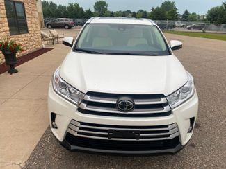 2018 Toyota Highlander XLE Farmington, MN 4